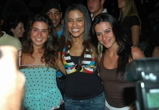 2006 - Fernanda Paes Leme, Ildi Silva e Cleo Pires curtem festa em Salvador (BA)