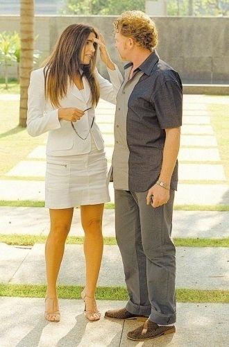 """Malu Mader e o cantor Mick Hucknall, do Simply Red, que gravou participação especial na novela """"Celebridade"""", da Globo (23/9/03)"""