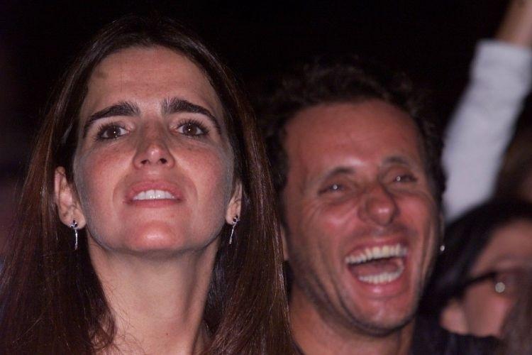Malu Mader e seu marido, o músico Tony Bellotto, assistem ao show de Preta Gil no Canecão, no Rio de Janeiro (7/11/03)