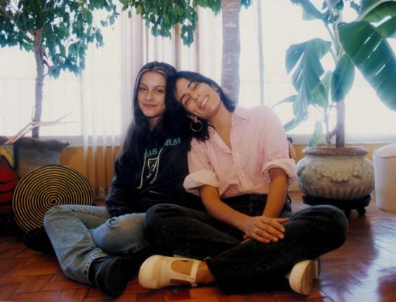 6.mai.1996 - A atriz Cleo Pires na adolescência, ao lado da mãe, Glória Pires