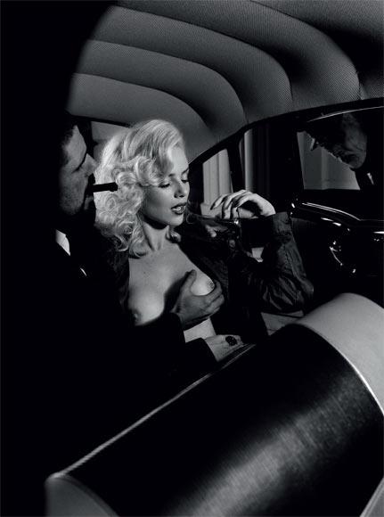 """A revista """"Playboy"""" divulgou três fotos inéditas do ensaio da atriz Nathália Rodrigues, que estampou a capa da edição especial de aniversário da publicação, em agosto de 2012. A gata virou """"sonho de consumo"""" da """"Playboy"""" ao interpretar a prostituta Natasha, no remake de Gabriela, da TV Globo. O namorado da loira também participou ativamente de uma das fotos"""