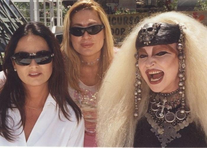 """Luiza Brunet (à esquerda), a cantora Rosemary e Elke Maravilha, durante as gravações da novela """"Da Cor do Pecado"""", em 2004"""