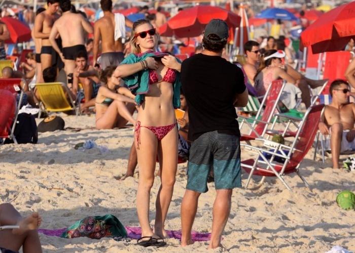 Fiorella Mattheis exibe a forma impecável na praia do Leblon, Rio de Janeiro (15/9/12)