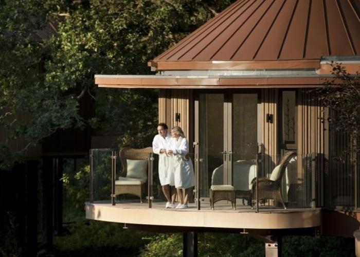 O hotel britânico Glen Chewton, um dos mais luxuosos do Reino Unido, gastou sete milhões de libras para construir ?casas de árvores? cinco estrelas.