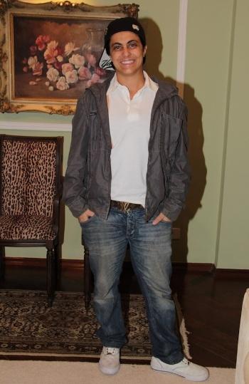 """Thammy Gretchen é fotografada com visual """"bad boy"""" durante um coquetel realizado em SP (6/5/12). Ela foi acompanhada da mãe, Gretchen e do irmão Sérgio"""