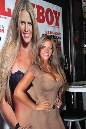 """Denise Rocha, o """"furacão da CPI"""", participou da sessão de autógrafos da 'Playboy',  nesta quinta-feira (20/9/12), em uma banca de jornal da Rua Oscar Freire, nos Jardins (SP)"""