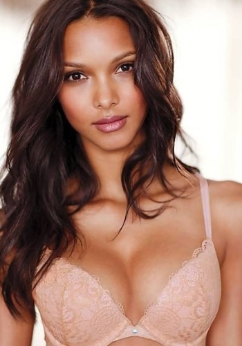 A top brasileira Lais Ribeiro  a estrela do novo catlogo de lingeries da Victoria's Secret (setembro/2012). A bela ganhou destaque nos eventos da grife americana aps duas de suas compatriotas, Alessandra Ambrsio e Adriana Lima, terem ficado grvidas 