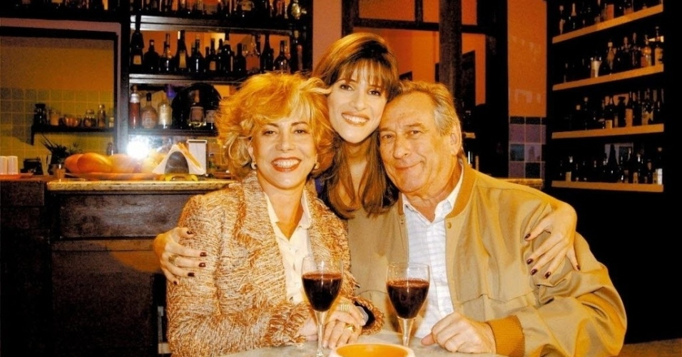 """Os atores Arlete Sales (à direita da imagem), Ingrid Guimarães e Paulo Goulart gravam """"Disque-Belinha"""", episódio do programa """"Sob Nova Direção"""" da TV Globo (12/5/04)"""
