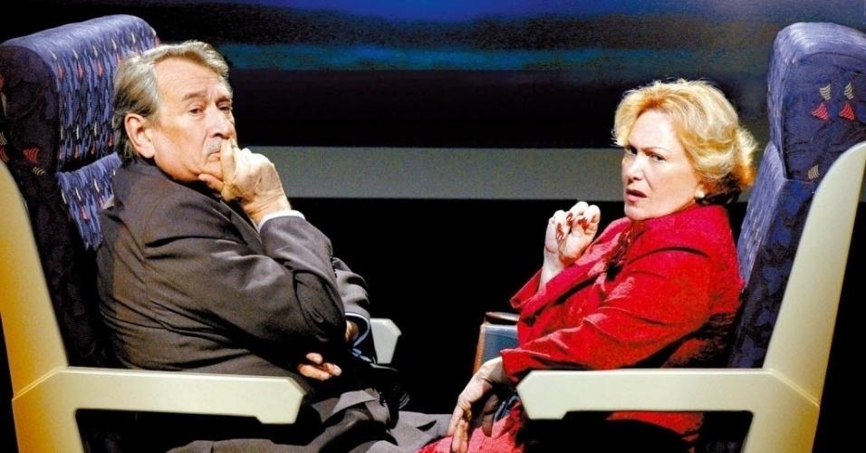 """Os atores Nicete Bruno e Paulo Goulart participam da peça """"O Homem Inesperado"""", atração do Festival de Teatro de Curitiba (18/3/08)"""