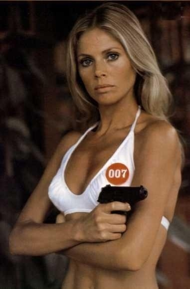 "Britt Ekland interpretou Marry Goodnight, em ""The Man with the Golden Gun"", de 1974"