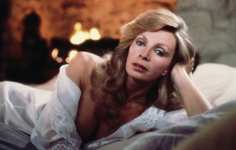 "Cassandra Harris fez o papel de Countess Lisl em ""For Your eyes Only"", de 1981"