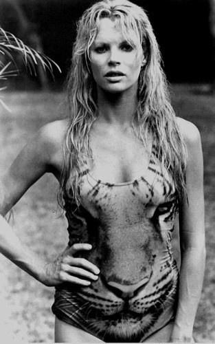 """Kim Basinger viveu Domino Petacchi em """"Never Say Never Again"""", de 1983"""