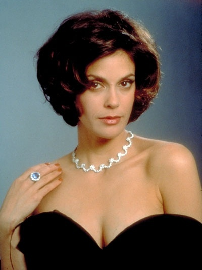 "Teri Hatcher interpretou Paris Carver, em ""Tomorrow Never Dies"", de 1997"