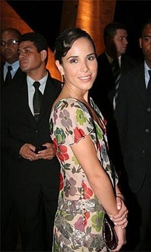 Wanessa Camargo, que foi madrinha de Marina Morena e Fernando Torquato, optou por um vestido floral (22/03/2008)