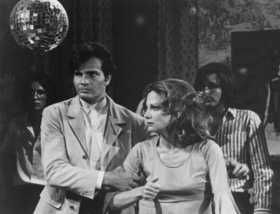 Em 1970, Tarcísio Meira dá vida ao primeiro personagem de grande repercussão de sua carreira, João Coragem, protagonista da telenovela 'Irmãos Coragem'. Na trama, ele fazia par romântico com Glória Menezes, sua atual esposa. Juntos eles protagonizaram diversos casais ao longo da teledramaturgia nacional