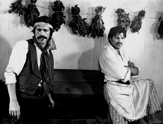 """José de Abreu e Tarcísio Meira em cena da minissérie """"O Tempo e o Vento"""", da TV Globo (1985)"""