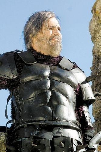"""O ator Tarcisio Meira caracterizado como o personagem Bóris em cena da novela """"O Beijo do Vampiro"""" (2002)"""
