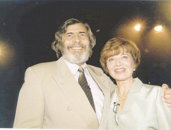 O ator Tarcísio Meira e a atriz Glória Menezes posam em fotografia (2000)