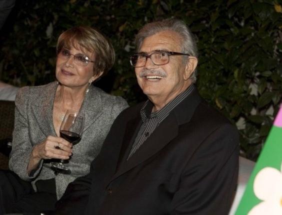 O casal de atores Glória Menezes e Tarcísio Meira no jantar oferecido por Regina Moraes e Sergio Waib que oficializa a parceria do artista Romero Britto com o Projeto Velho Amigo, em São Paulo (30/8/11)
