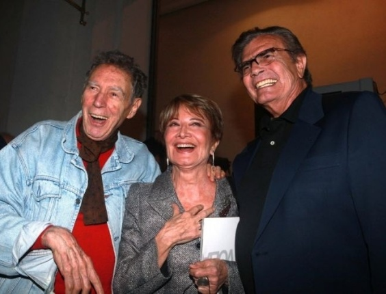 """O diretor de teatro Antunes Filho (à esquerda), Glória Menezes e Tarcísio Meira durante coquetel de lançamento da peça """"A Grande Volta"""", com direção de Marco Ricca, no teatro FAAP (1/5/10)"""