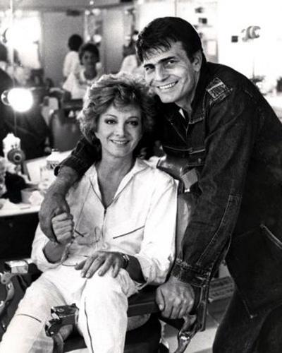 Os atores Glória Menezes e Tarcísio Meira posam para fotógrafos (1983)