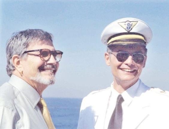 """Os atores Tarcísio Meira (à esq.) com o seu filho Tarcísio Meira Filho em cena da novela """"Um Anjo que Caiu do Céu"""", da Rede Globo (2001)"""
