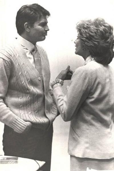 Os atores Tarcísio Meira e Glória Menezes conversam antes de dar entrevista (27/1/88)