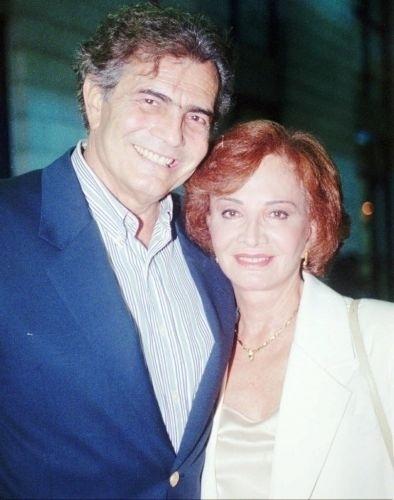 """Os atores Tarcísio Meira e Glória Menezes durante festa de lançamento da então nova novela """"Torre de Babel"""" (1998)"""