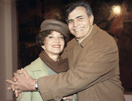 Os atores Tarcísio Meira e Glória Menezes na reinauguração do Teatro Maria Della Costa (30/7/96)