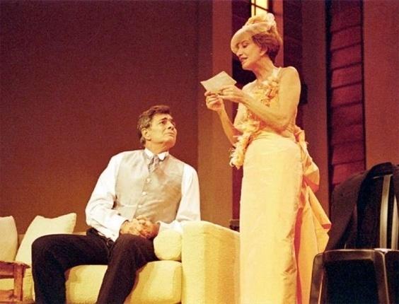 """Tarcísio Meira e Glória Menezes durante ensaio da peça """"E Continua Tudo Bem"""", no teatro dos Atores, no Rio (12/3/96)"""