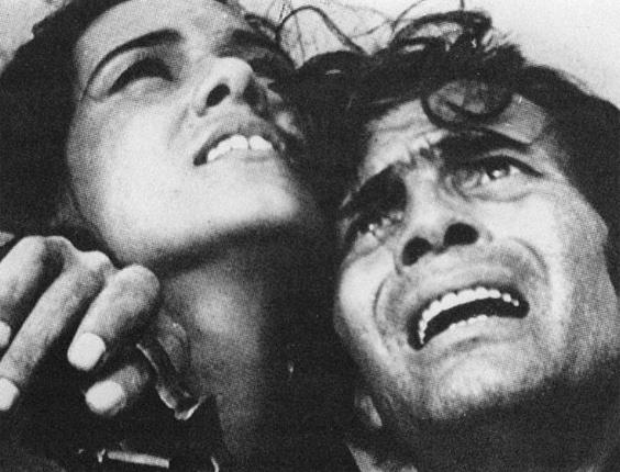 """Tarcísio Meira em cena do filme """"A Idade da Terra"""", de Glauber Rocha (1981)"""