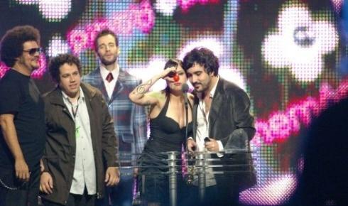Pitty foi a grande vencedora da 12ª edição do prêmio VMB (Video Music Brasil), promovido pela MTV (29/9/06). Ela levou quatro troféus naquele ano