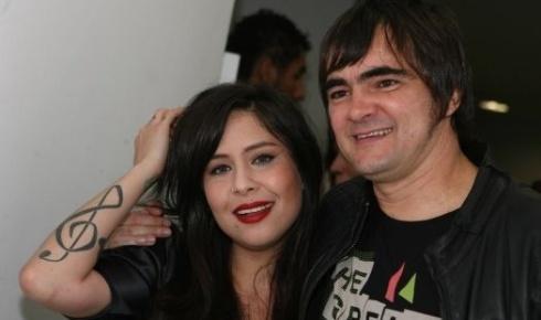 """Pitty, junto ao cantor e vocalista Samuel Rosa, da banda Skank, na premiação do VMB da MTV, no Credicard Hall, em São Paulo (1/10/09). Neste ano ela lançou seu terceiro disco, """"Chiaroscuro"""", com o hit """"Me Adora"""""""