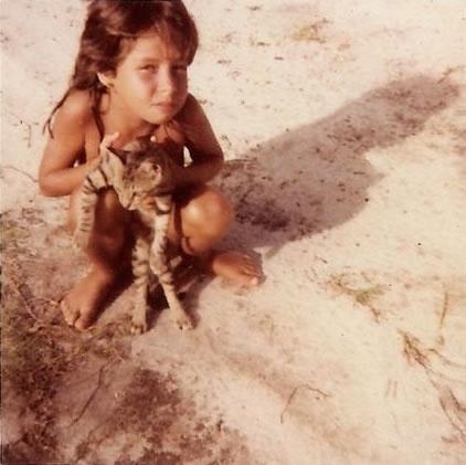 Nascida em Salvador, a cantora Pitty passou a infância em Porto Seguro, também na Bahia. A cantora, que se chama Priscilla, ganhou o apelido Pitty por causa da estatura