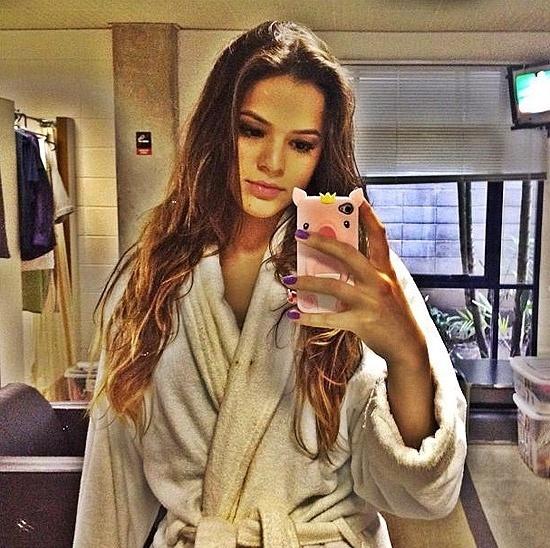 Bruna Marquezine, 17, já disse que Lurdinha, sua personagem em 'Salve Jorge', não vai cobrir a barriga.