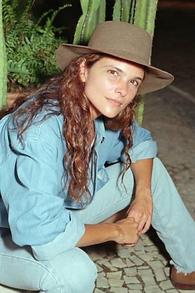 - nos-estudios-do-projac-no-rio-cristiana-oliveira-posa-para-retrato-caracterizada-como-a-personagem-selena-de-corpo-dourado-1998-novela-de-antonio-calmon-1350479276231_400x600
