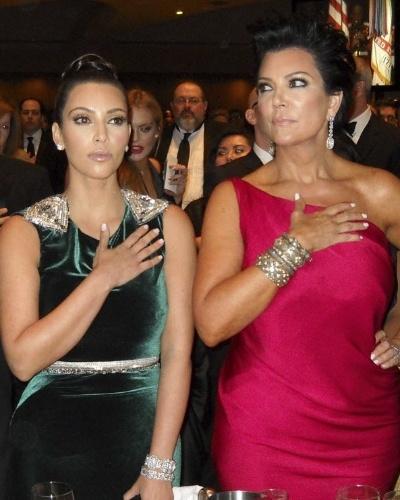 A bela Kim Kardashian já sabe como será quando ficar mais velha é só olhar para a mãe, Kris Jenner