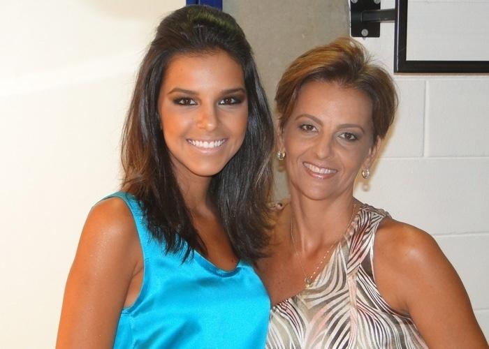 Mariana Rios tem o rosto muito parecido com o da mãe, Adriana
