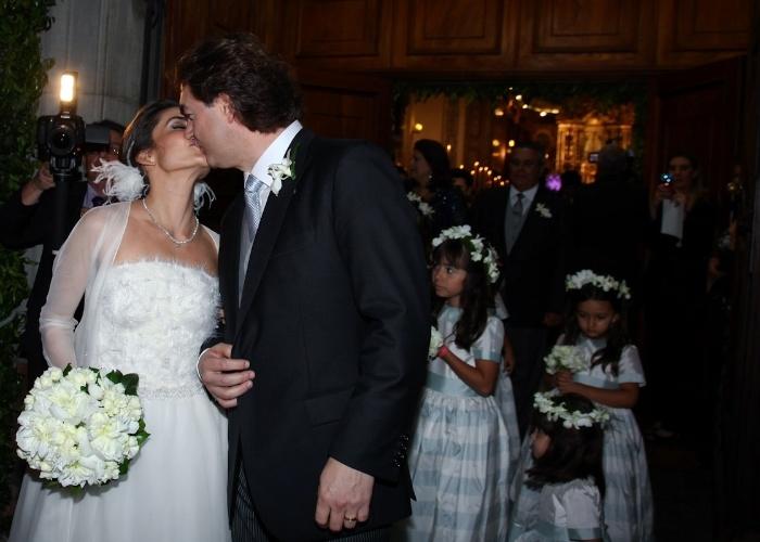 """A jornalista Ticiana Villas Boas, âncora do """"Jornal da Band"""", e o empresário goiano Joesley Batista se casaram na noite desta quinta-feira (25/10/12)"""