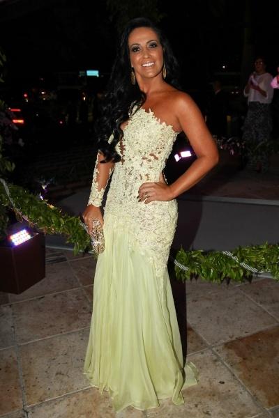 Marianne Rabelo, mulher do cantor Bruno (da dupla Bruno e Marrone), exibe boa forma e elegância
