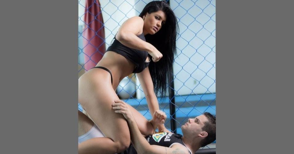 Camila Vernaglia posa para ensaio com temática MMA. Ela representa o Estado de São Paulo no Miss Bumbum Brasil 2012