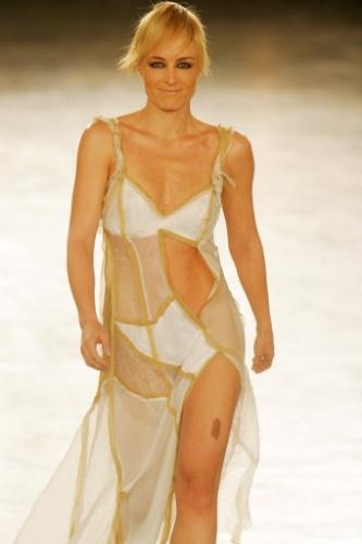 Angélica na São Paulo Fashion Week, Primavera/Verão - 2007: a apresentadora desfila para o estilista Carlos Tufvesson,