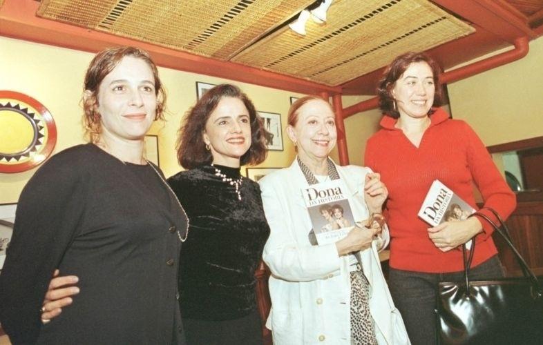 """As atrizes Andréa Beltrão, Marieta Severo, Fernanda Montenegro e Lília Cabral durante o lançamento de livro de João Falcão, """"Dona da História"""" (3/8/99)"""