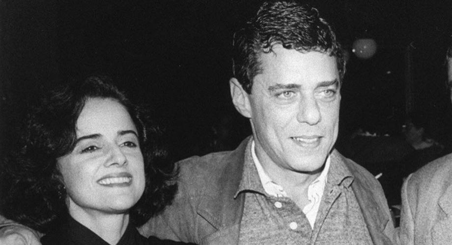 Marieta Severo ao lado do então marido, o músico Chico Buarque, em foto de 1990