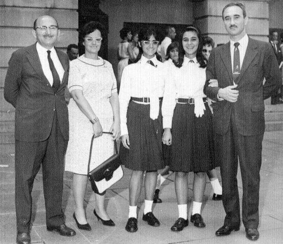 Marieta Severo (de uniforme e óculos) quando era aluna do Instituto de Educação, no Rio de Janeiro, na década de 60