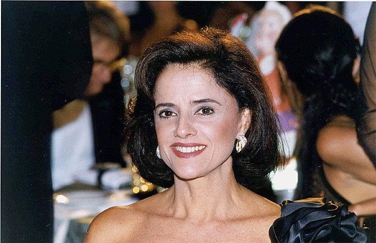"""Marieta Severo durante gravação da novela """"Laços de Família"""", da Rede Globo, no Rio de Janeiro (2000)"""
