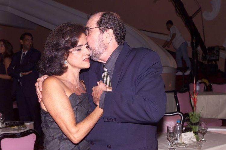 O diretor Cacá Diegues conversa com Marieta Severo após premiação no Hotel Quitandinha, em Petrópolis (RJ) (13/2/00)