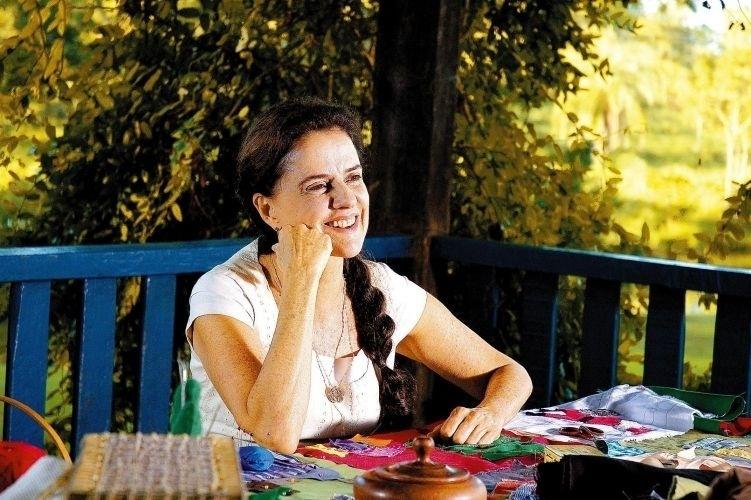 """Marieta Severo em cena do filme """"Pequenas Histórias"""" (2008)"""