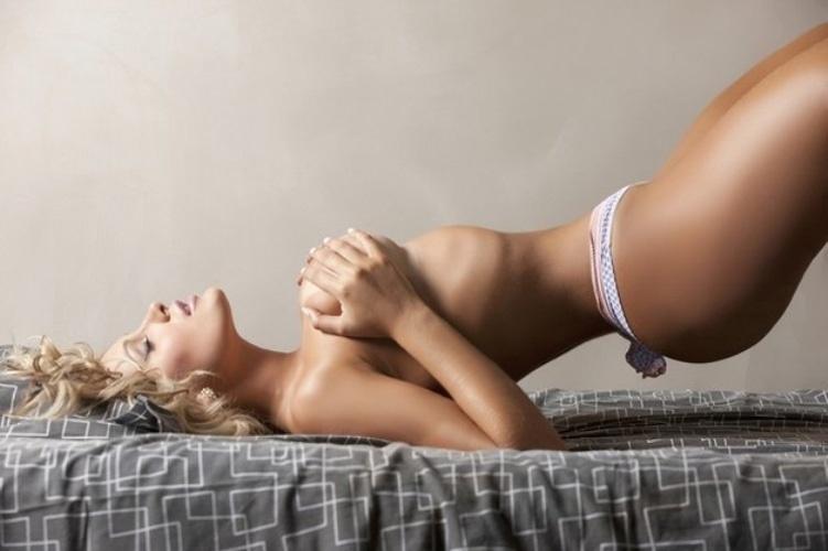 Andressa Urach, ex-dançarina do cantor Latino, que representa o estado de Santa Catarina no concurso Miss Bumbum 2012, divulgou um novo ensaio sensual para a sua campanha na disputa, nesta sexta-feira (2/11/12). A gata atualmente ocupa a quarta posição na votação do público. As 15 primeiras vão passar à final