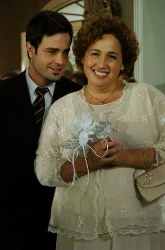 """Rodrigo Phavanello e Claudia Jimenez dividiram a cena em """"Sete Pecados"""", novela exibida pela Globo às 19h. Claudia era a anja atrapalhada Custódia, que ficou amiga de Adriano, papel de Rodrigo (2007)"""